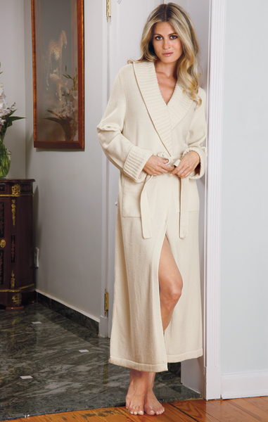 A timeless ivory robe in 100% Cashmere!