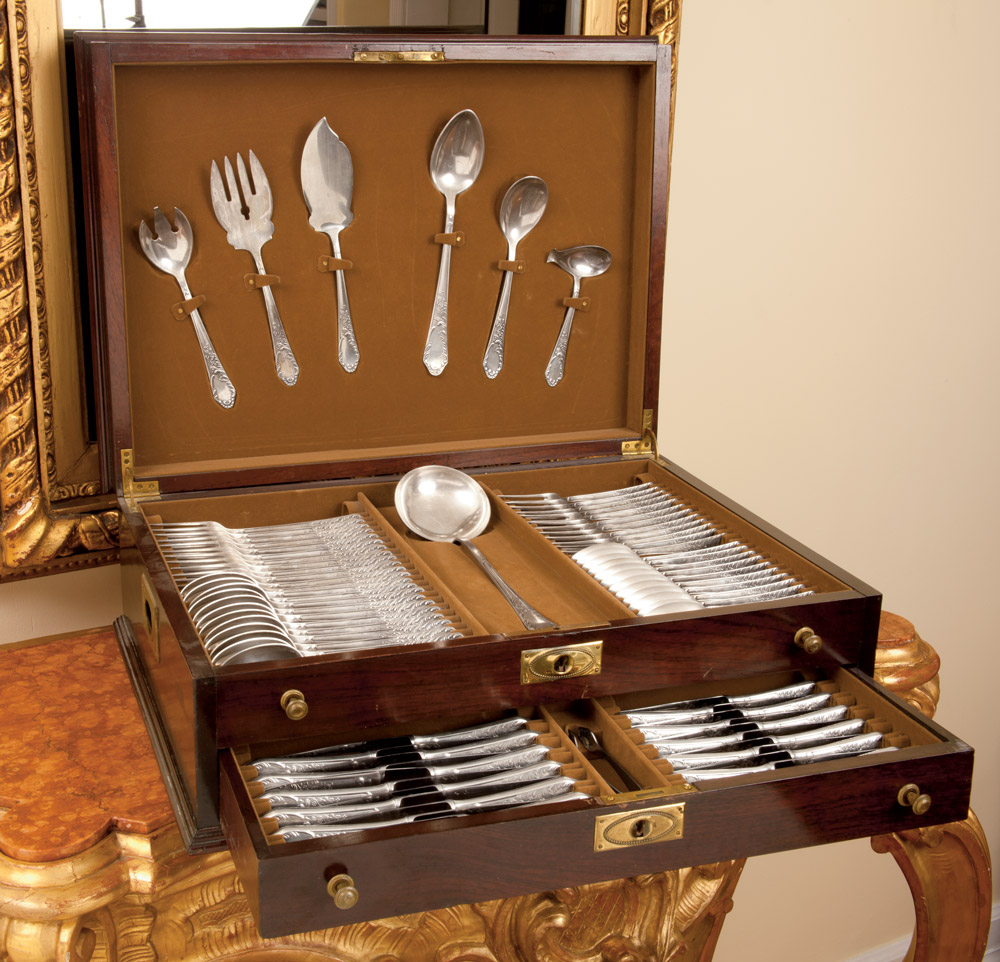 116 Piece Sterling Silver Flatware Set in a Chest & 116 Piece Sterling Silver Flatware Set in a Chest - Schweitzerlinen