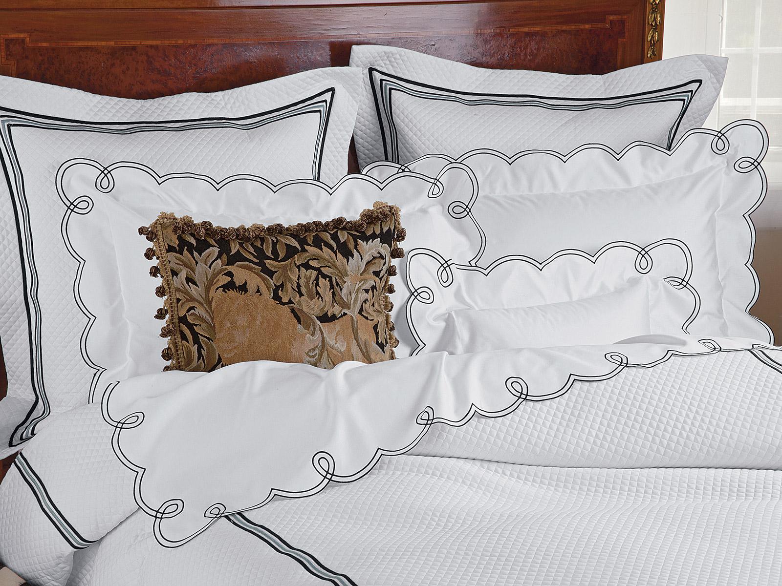 """Crème Fraîche & Joie de Loops with """"King's Lion"""" tapestry pillow"""