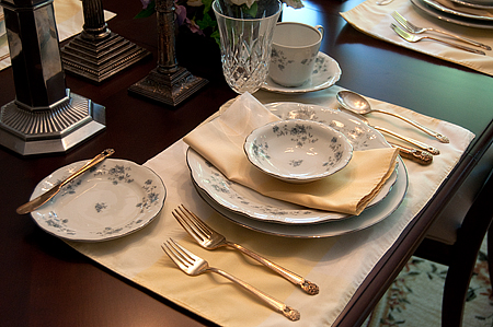 Setting the Perfect Dinner Party Table - Schweitzerlinen
