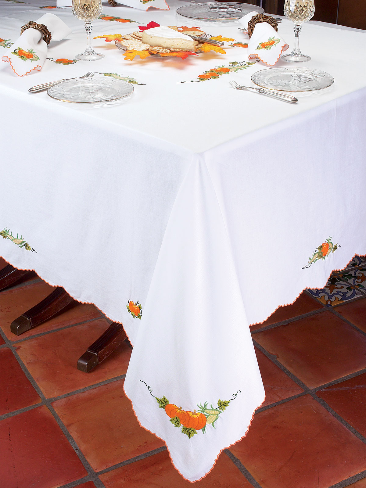 Pair with dinnerware that matches your table linens' motif—for blue floral tablecloths, set out dinner plates, salad plates and bowls with navy edging. Find high-quality linen, polyester and cotton tablecloths to match your home's style.