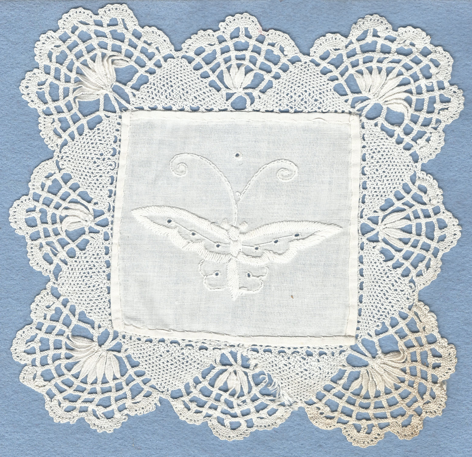 Mat with Cluny lace edging. By Joedkins (Own work) Retrieved from Wikimedia Commons