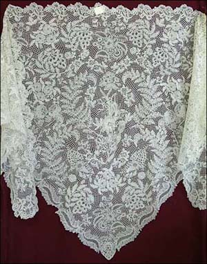 Honiton Lace shawl, late 19th century (MBM.1.2008) Retrieved from The Lace Guild (https://www.laceguild.org/craft/britain.html)