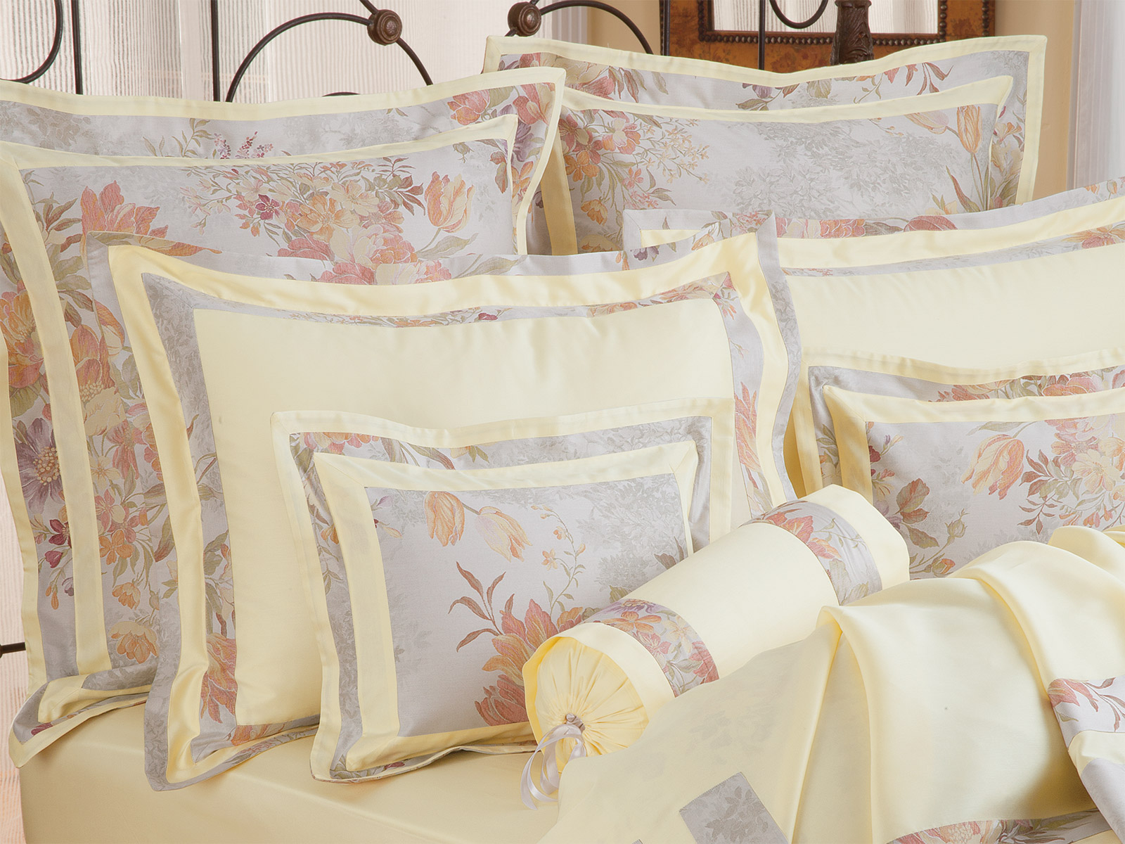Dauphine Bed in a Bag Comforter Sheets Pillow Cases FULL Bedding Set ALL SIZES