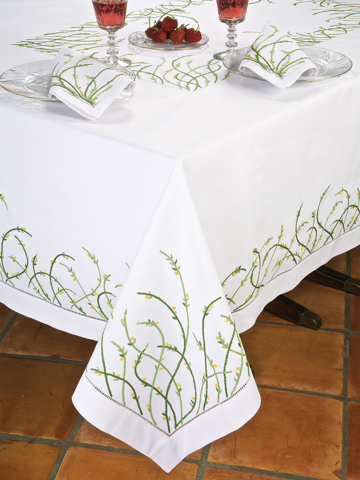 Jardin damour luxury table cloths fine table linens for Table jardin beauty