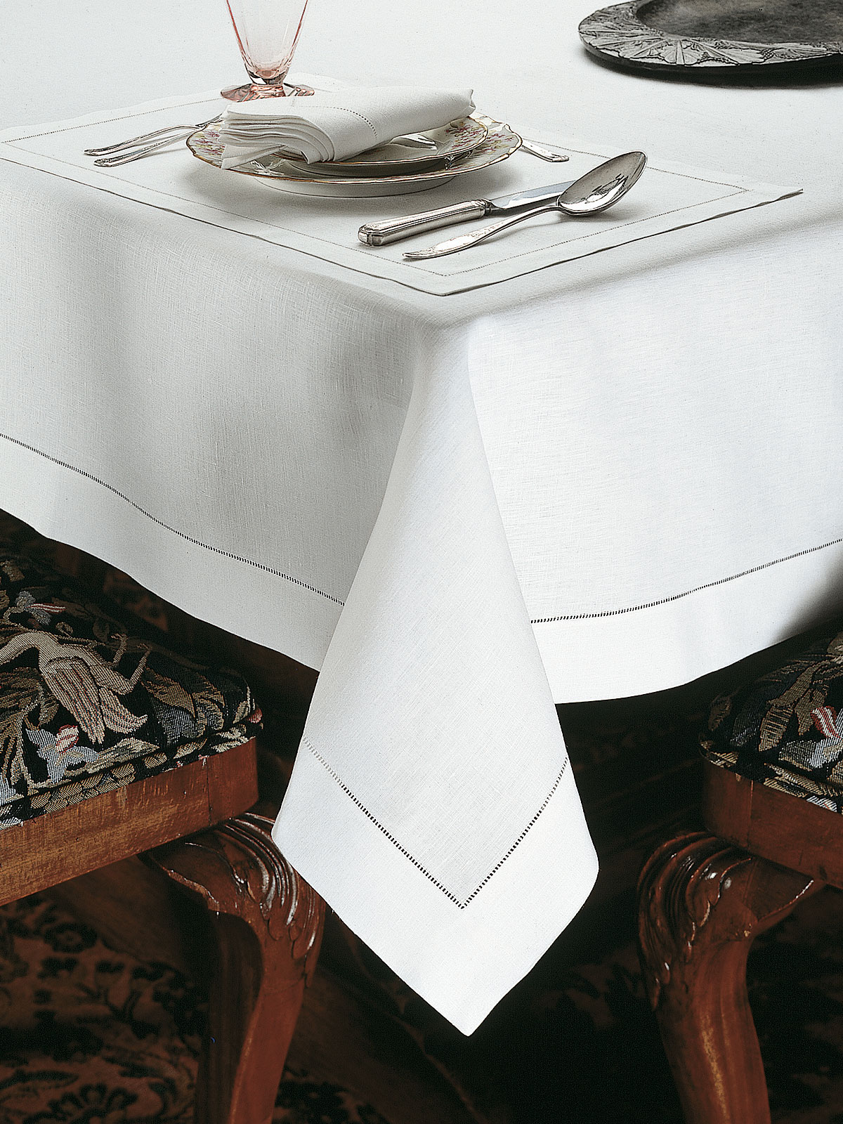 Unique Marbella - Luxury Table Cloths - Fine Table Linens - Schweitzer Linen TL89