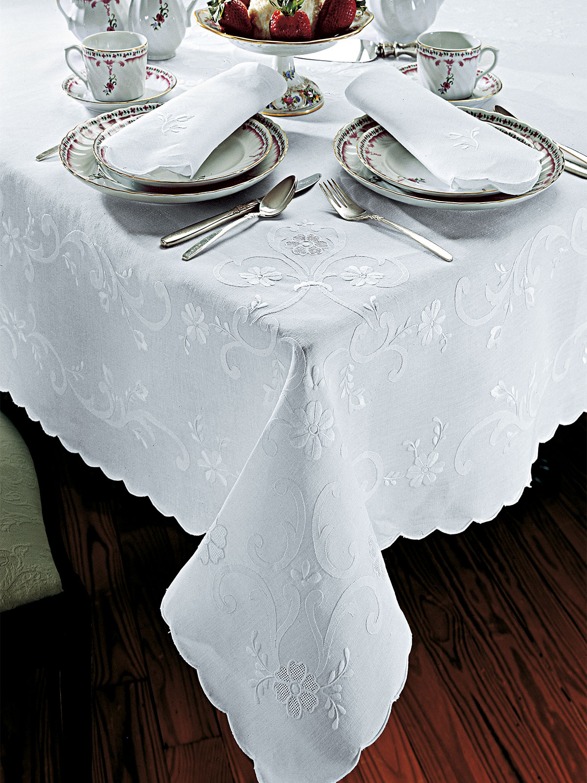 Patrician Luxury Table Cloths Fine Table Linens  : TCPatrician from schweitzerlinen.com size 1200 x 1600 jpeg 443kB