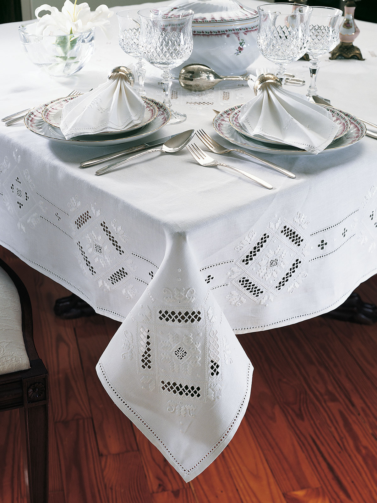 Surprising Royale Tablecloths Fine Table Linens Schweitzer Linen Interior Design Ideas Oxytryabchikinfo