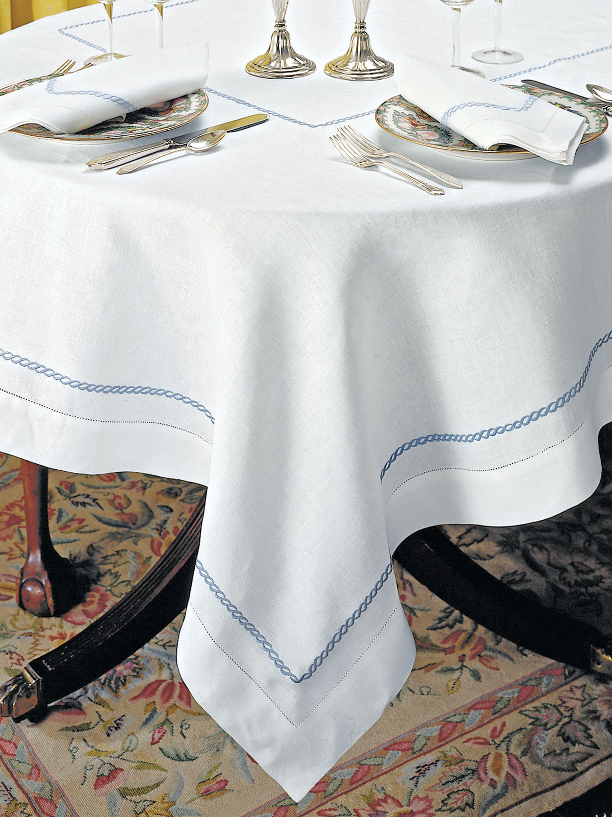 Sienne Scallops Too Fine Table Linens Schweitzer Linen