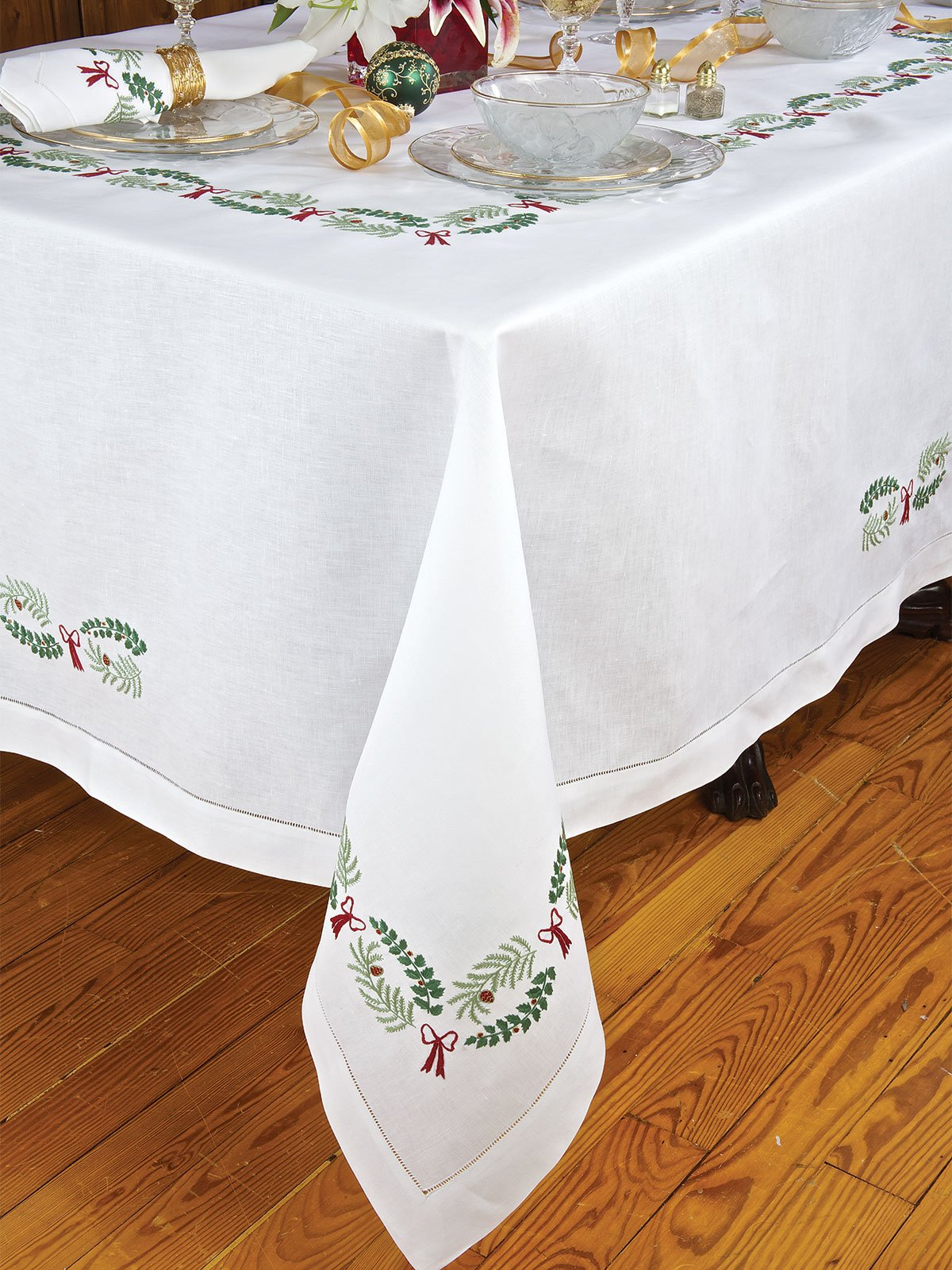 Holly Days Table Linens Fine Table Linens Schweitzer Linen
